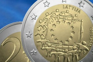 """Jauna Latvijas 2 eiro piemiņas monēta monēta """"Eiropas savienības karogam 30"""""""